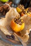 Apfel mit Nuss Karamell Füllung Stock Photo