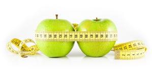 Apfel zwei und Messinstrument Stockfotografie