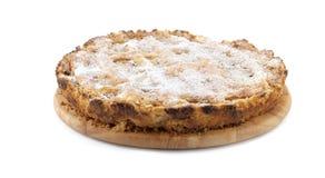 Apfelkuchen auf einer hölzernen Platte Lizenzfreies Stockfoto