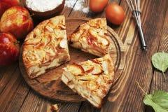 Apfelkuchen, Charlotte Lizenzfreie Stockbilder