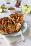 Apfelkuchen, Honig und Äpfel Lizenzfreie Stockbilder