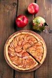 Apfelkuchen mit frischen Früchten Lizenzfreies Stockbild