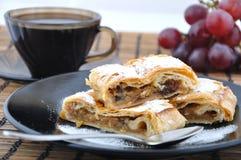 Apfelkuchen mit Kaffee Lizenzfreie Stockbilder