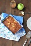 Apfelkuchen mit Rosinen Lizenzfreies Stockfoto