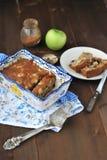 Apfelkuchen mit Rosinen Lizenzfreie Stockfotos
