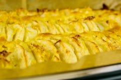 Apfelkuchen mit Zitroneneifer Stockfoto