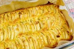 Apfelkuchen mit Zitroneneifer Lizenzfreies Stockfoto