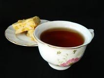Apfelkuchenscheiben mit Tasse Tee Lizenzfreie Stockfotografie