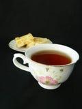 Apfelkuchenscheiben mit Tasse Tee Lizenzfreie Stockbilder