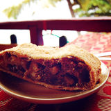 Apfelstrudel - παραδοσιακή βιενέζικη πίτα μήλων Αναδρομική φωτογραφία φίλτρων Στοκ εικόνες με δικαίωμα ελεύθερης χρήσης
