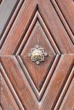 Apfelweibla, εκλεκτής ποιότητας doorknob στην παλαιά πόρτα Στοκ Φωτογραφία