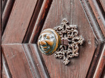 Apfelweibla, puxador do vintage na porta antiga Foto de Stock Royalty Free