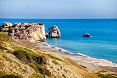 Aphrodite& x27 παραλία τόπων γεννήσεως του s στη Πάφο, Κύπρος Στοκ Εικόνες