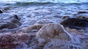 aphrodite τόπος γεννήσεως Κύπρος κοντά στα κύματα tou romiou βράχων PETRA paphos απόθεμα βίντεο