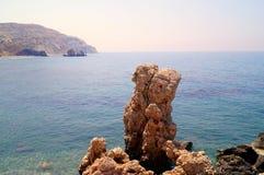 Aphrodite Bay Mooi die strand naast de Rots van de Griek, de geboorteplaats wordt gevestigd van de godin Aphrodite, Cyprus Stock Afbeelding
