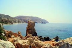 Aphrodite Bay Mooi die strand naast de Rots van de Griek, de geboorteplaats wordt gevestigd van de godin Aphrodite, Cyprus Royalty-vrije Stock Afbeelding
