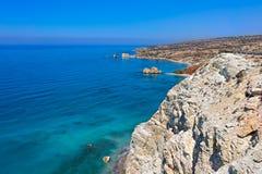 Aphrodite& x27 βράχος και κόλπος του s στη Κύπρο Στοκ Εικόνα