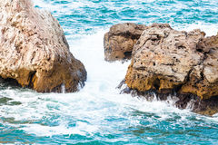 aphroditefödelseorten cyprus nära tou för romiou för paphospetra-rock vågr Arkivbilder