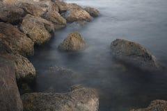 aphroditefödelseorten cyprus nära tou för romiou för paphospetra-rocks vågr Fotografering för Bildbyråer