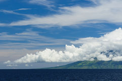 api flores gunung印度尼西亚海运 图库摄影