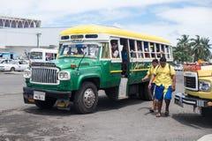 Apia, Σαμόα - 30 Οκτωβρίου 2017: Άνθρωποι στη στάση λεωφορείου Apia, με Στοκ εικόνες με δικαίωμα ελεύθερης χρήσης