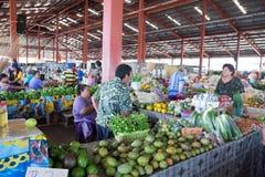 Apia, Σαμόα - 27 Οκτωβρίου 2017: πελάτης και stallholders talkin Στοκ φωτογραφίες με δικαίωμα ελεύθερης χρήσης