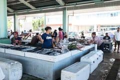 Apia, Σαμόα - 27 Οκτωβρίου 2017: Προμηθευτές και κάτοχοι στάβλων με το φ Στοκ εικόνα με δικαίωμα ελεύθερης χρήσης