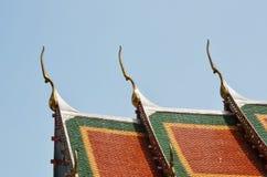 Apice sul tetto del tempio reale fotografia stock
