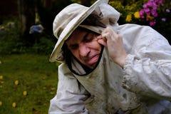 Apicoltore Got un morso dell'ape fotografia stock libera da diritti