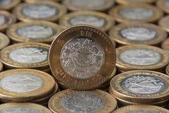 Apiladas de los alineadas y de los monedas del ¡s del mà del sobre de los mexicanos de los Pesos de Díez