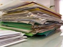 Apilado de los documentos de papel Foto de archivo