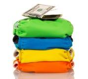 Apile los pañales modernos y los dólares del paño aislados en el fondo blanco Imágenes de archivo libres de regalías