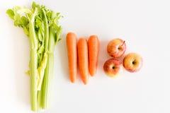 Apio, zanahorias, manzanas desde arriba Foto de archivo libre de regalías