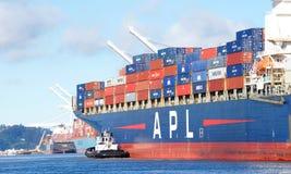 Apl-Frachtschiff PRÄSIDENT abreisender KENNEDY der Hafen von Oakland lizenzfreies stockbild