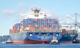 Apl-Frachtschiff PRÄSIDENT abreisender KENNEDY der Hafen von Oakland stockfoto