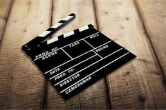 Aplauda al tablero en el fondo de madera, objeto del cine Fotos de archivo