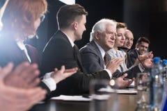 Aplauda durante rueda de prensa Foto de archivo
