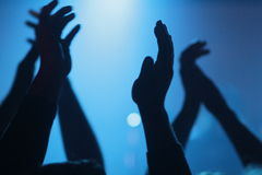 Aplauso de mão em um concerto fotografia de stock