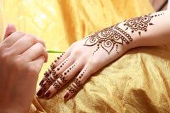 Aplicação da hena Imagens de Stock