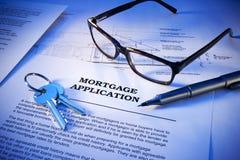 A aplicação de hipoteca fecha o negócio imagens de stock royalty free