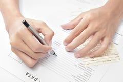 Aplicação de trabalho da escrita da mão foto de stock