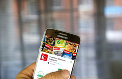 Aplicação do androide da crônica dos acionistas em Samsung S7 Foto de Stock Royalty Free