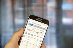 Aplicação do androide de The Financial Times com dados dos mercados Foto de Stock Royalty Free