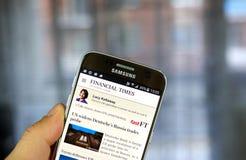 Aplicação do androide de The Financial Times em Samsung S7 Fotos de Stock Royalty Free