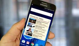 Aplicação do androide de The Financial Times em Samsung S7 Foto de Stock