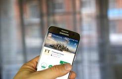 Aplicação do androide de The Financial Times em Samsung S7 Fotos de Stock