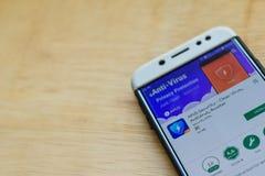 Aplicação do colaborador da segurança dos APU na tela de Smartphone O vírus limpo, Antivirus, impulsionador é um web browser do f foto de stock