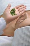 Aplicação do tratamento da pele Fotos de Stock