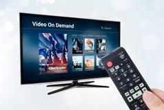 Aplicação ou serviço por encomenda video de VOD na tevê esperta Fotos de Stock Royalty Free