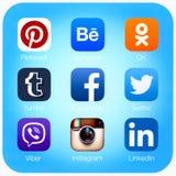 Aplicações sociais dos trabalhos em rede no ar do iPad de Apple Fotos de Stock Royalty Free